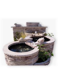 Fontaine en pierre avec bassin